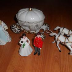 Un superb set ilustrand Basmul Cenusareasa.Figurine plastic de colectie. - Figurina Povesti