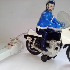 Jucarie veche de colectie - MOTOCICLETA POLICE JOUSTRA, CU TELECOMANDA PE FIR, anii '70 - '80