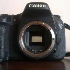 VAND CANON 7D + GRIP + 3 ACUMULATORI ++ - Aparat Foto Canon EOS 7D, Body (doar corp)