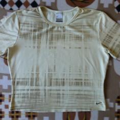 Tricou Nike Dri FIT; marime XL: 50 cm bust, 43 cm lungime, 42.5 cm umeri - Tricou dama Nike, Culoare: Din imagine
