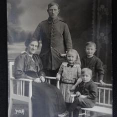CP - Soldat (? ) cu familia - Fotografie veche