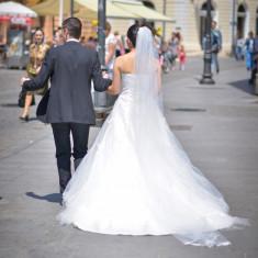 Rochie de mireasa tip printesa cu trena, fara crinolina