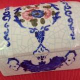 Frumoasa caseta din ceramica pictata manual !!!