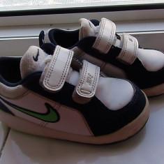 Vand adidasi copii Nike, marimea 23, 5, Culoare: Alb, Baieti, Piele naturala, Alb