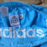Pantaloni scurti Adidas; marime S: 69-87 cm talie, 57 cm lungime; ca noi
