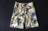 Pantaloni scurti Quiksilver, camuflaj urban; marime S: 77 cm talie; ca noi