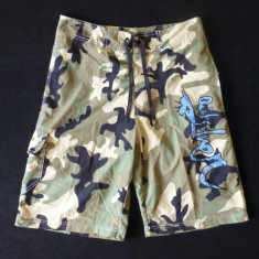 Pantaloni scurti Quiksilver, camuflaj urban; marime S: 77 cm talie; ca noi - Bermude barbati Quiksilver, Marime: S, Culoare: Din imagine