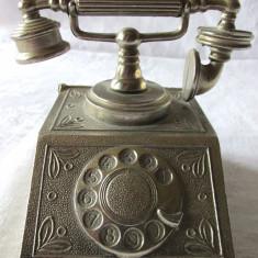 CASETA METALICA (PENTRU CARTI DE VIZITA?) / OBIECT DECORATIV IN FORMA DE TELEFON, Ornamentale