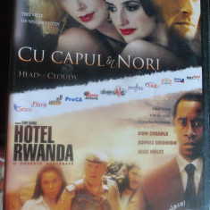 CU CAPUL IN NORI (HEAD IN THE CLOUDS) CU PENELOPE CRUZ, CHARLIZE THERON/HOTEL RWANDA CU DON CHEADLE, NICK NOLTE - Film drama Altele, DVD, Romana