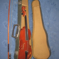 Vioara in cutie originala. Dimensiune normala.