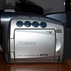 Camera video Canon MV700 pal, Intre 2 si 3 inch, Mini DV, CCD, Sub 10x