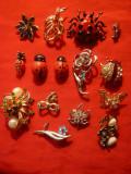 Set 15 Brose diverse- metal ,lemn ,strasuri  ,dimensiuni de la 1,5-5 cm
