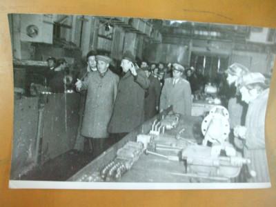 Fotografie vizita Nicolae Ceausescu la Uzinele Vulcan Bucuresti 12 mai 1977 foto