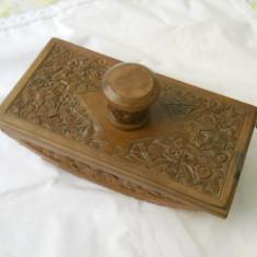 Superb si Vechi Instrument din Lemn de Nuc sculptat manual folosit de Judecator pentru a sugativa Cerneala ( model superb)