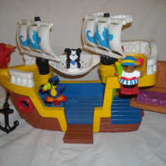 Fisher Price - Vaporul piratilor muzical Little People cu figurine si sunete 6-36 Luni - Vehicul