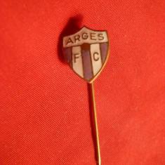 Insigna veche Fotbal FC Arges, h= 1, 2 cm - Insigna fotbal