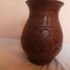 Vaza ceramica, lucrata manual cu diferite flori în basorelief, de colectie. - Arta Ceramica