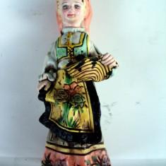 Statueta ceramica pictata si semnata