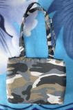 Geanta camuflaj; 25 x 19 cm; stare excelenta