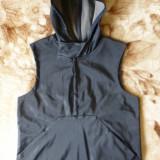 Vesta Nike; marime L (40/42): 48.5 cm bust, 56 cm lungime; impecabila, ca noua