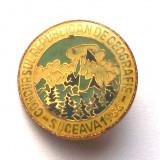ROMANIA INSIGNA PIONIERI CONCURSUL REPUBLICAN DE GEOGRAFIE SUCEAVA 1986 18 mm **, Romania de la 1950