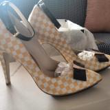 Pantofi cu toc Guban