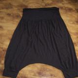 Pantaloni dama harem scuti pana la genunchi CAMAIEU brand francez, superbi, de vara, L REDUCERE FINALA O TREIME, Marime: L, Trei-sferturi, Vascoza