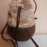 Raritate ! Poseta de artizanat, lucrata manual,handmade,cu baza nuca de cocos.