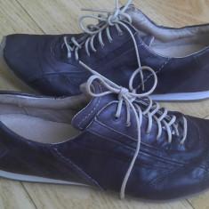 Pantofi din piele firma Roberto santi marimea 39,arata ca noi!
