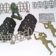 Lot 3 figurine din plastic, soldati si ormamente, anii '90 - Miniatura Figurina