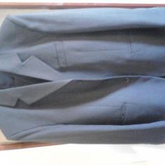 Vand 2 costume barbatesti si 2 sacorui cu guler rusesc - Costum barbati, Marime: 46, Culoare: Gri, Negru, 4 nasturi, Marime sacou: 46
