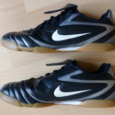 Adidasi Nike Made in Vietnam; marime 37.5 (23.5 cm talpic interior)