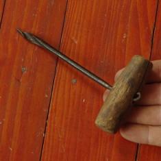 Scule - unelte -- Burghiu - sfredel vechi pentru lemn - tamplarie !!! - Metal/Fonta