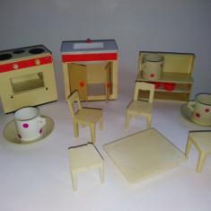 JUCARII VECHI ROMANESTI PENTRU FETITE, ANII '70 - GARNITURA BUCATARIE - Miniatura Figurina