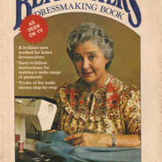 BETTY FOSTERS DRESSMAKING BOOK / CARTE DE CROITORIE { 1979, 63 p.} - Carte design vestimentar