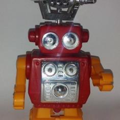 JUCARIE VECHE DE PLASTIC, ANII '80 - ROBOT (DEFECT) - Jucarie de colectie