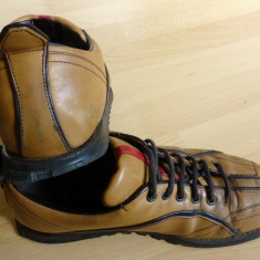 Pantofi originali Prada Made in Italy; 25 cm talpic interior; stare foarte buna - Pantof dama Prada, Culoare: Din imagine