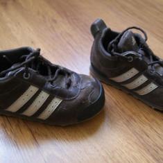 Adidasi Adidas mas 25 - Adidasi copii, Culoare: Maro, Baieti