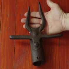 scule / unelte - Furca veche cu 2 varfuri realizata manual - piesa de colectie !