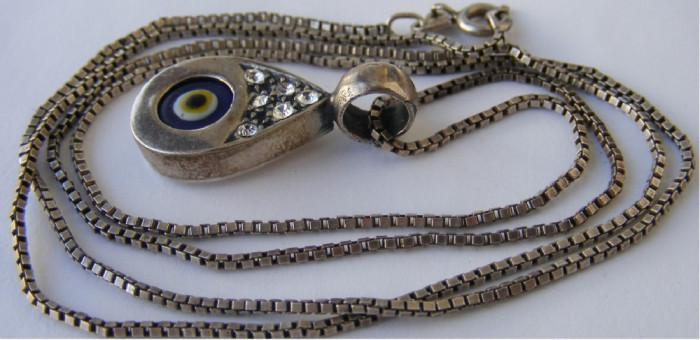 Lant cu medalion pandantiv din argint in forma de ochi