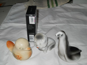 Frumoase si Vechi Miniaturi Portelan Caine Foca si Pasare Set 3 bucati
