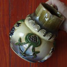 Carafa din ceramica cu ornamente in relief !!! - Arta Ceramica