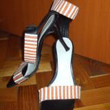 NOU Pantofi papuci saboti sandale cu toc negre marimea 36