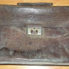 Geanta/ servieta din piele functionar public perioada comunista RSR anii '60-'70 perceptor (vintage, 13 Decembrie Sibiu, model mic) - Geanta vintage