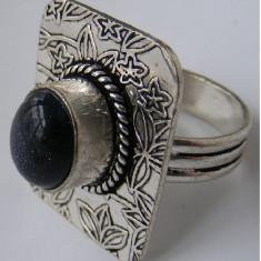 Inel vechi din argint cu piatra neagra cu reflexe indigo - de colectie