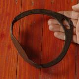 Scarita veche pentru sa de cal din metal realizata manual la forja si nicovala ! - Metal/Fonta