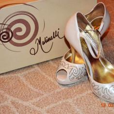 Pantofi de mireasa Malinelli cu cristale Swarovski - Pantof dama, Culoare: Crem, Marime: 35, Crem