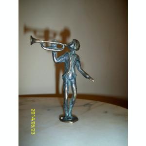 Miniatura statueta trompetist bronz masiv lucrata manual monogramata