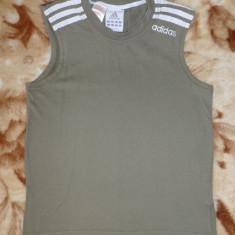 Tricou Adidas; marime 152 - pentru 12 ani: 40 cm bust, 46 cm lungime, Culoare: Din imagine