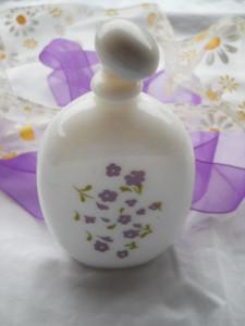 Frumoasa si Veche Sticla Parfum cu model Floral in stare foarte buna Delicata